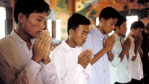 jeunes_prière_cambodge