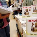 27 janvier 2006: La première encyclique de Benoît XVI en librairie à La Procure