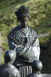 statue_Notre_Dame_de_ la_Salette