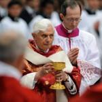 Benoît XVI célèbre la messe de la Pentecôte à Rome