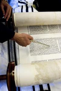 Lecture de la Torah. Suresnes 92, France.