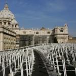 26 Novembre 2008: Panneaux solaires couvrant le toit de la salle PVI près de la basilique Saint Pierre, Rome, Vatican
