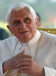 17 mars 2009 : Le Pape Benoît XVI pendant la cérémonie d'accueil à l'aéroport international de Yaoundé, Cameroun, Afrique