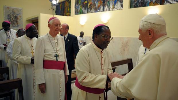 Voyage de Benoît XVI en Afrique rencontre avec les évêques d'Angola et de Sao Tomé le 20 mars 2009 à Luanda