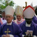 Voyage de Benoît XVI en Afrique messe place Cimangola à Luanda Angola le 22 mars 2009