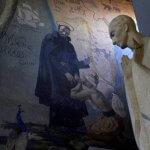23 avril 2009 : St François Xavier évangélisant l'Inde et la Cochinchine, peinture murale dans l'église Notre-Dame des Missions, Epinay-sur-Seine (93) France.  April 23, 2009 : The church of Notre-Dame des Missions was built for a 1931 Colonial Exhibition. It was listed as a Historic Monument of France in 1994, Epinay-sur-Seine (93) France.