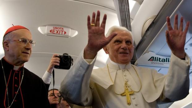 Conférence de Benoît XVI lors du vol pour la Jordanie 8mai 2009
