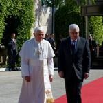 Benoît XVI et le président de l'Autorité palestinienne Mahmoud Abbas