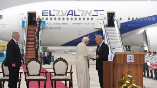 Benoît XVI lors de son départ de Tel Aviv, Israël 15 mai 2009