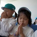enfant_priant_japon