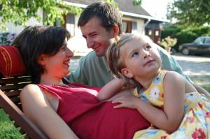 femme_enceinte_père_enfant_famille