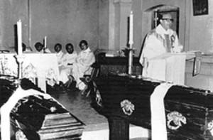 Le Père Gabriel Longueville, martyr en Argentine Longueville_murias_angelelli-300x197