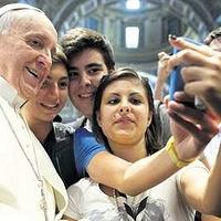 Journée mondiale des communications sociales - pape François jeunes portable