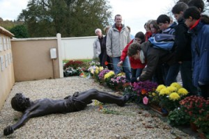 tombe de l'abbé Pierre à Esteville diocèse de Rouen