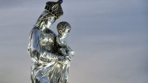 Pèlerinage fluvial et procession mariale