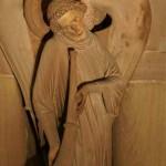 Ange sur un pilier de la cathédrale de Strasbourg.