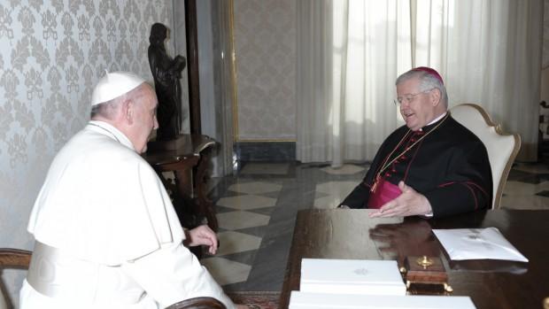 François reçoit Mgr Alain Paul LEBEAUPIN