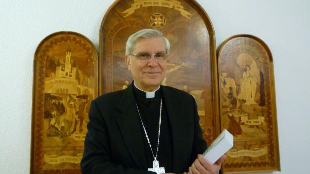 """Mgr Jean-Michel di Falco Léandri, évêque de Gap et d'Emrbun, publie """"Le livre noir de la condition des chrétiens dans le monde""""."""