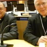 Mgr Gusching, évêque de Verdun, et Mgr Guéneley, administrateur du diocèse de Quimper, dans l'hémicycle Sainte-Bernadette à Lourdes.
