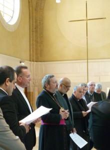 Temps de prière dans la chapelle