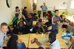 Goûter de jeunes de l'ensemble scolaire « La Salle Saint-Rosaire »