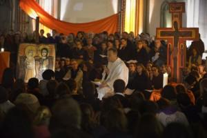 Frère Alois de Taizé avec les jeunes chrétiens pour la COP21