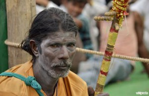 INT1-Man_with_a_white_make-up_Gwalior