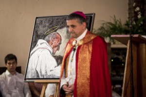 30 juillet 2016 : Mgr Dominique LEBRUN, arch. de Rouen, lors de la veillée de prière en hommage au P. Jacques HAMEL, assassiné par un commando terroriste, alors qu'il célébrait une messe. Eglise Sainte Thérèse du Madrillet à Saint Etienne du Rouvray (76), France.