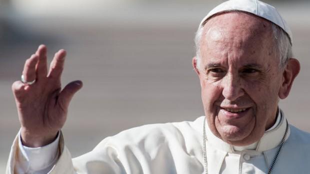 22 octobre 2016 : Le pape François saluant lors d'une audience extraordinaire du jubilé de la Miséricorde, au Vatican.  October 22, 2016: Pope Francis greets the faithful at the end of a Jubilee audience in St. Peter's Square at the Vatican.