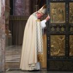 Cérémonie de fermeture de la porte sainte de la basilique St Pierre au Vatican