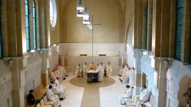 Messe présidée par Mgr Descubes, archevêque émérite de Rouen.