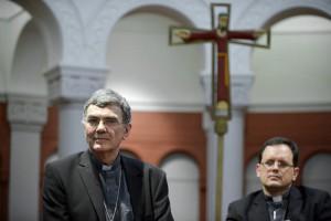 Mgr Denis MOUTEL, évêque de Saint-Brieuc et Tréguier et le P. Joao CHAGAS, responsable de la section jeunes au sein du dicastère pour les Laïcs, la Famille et la Vie (Saint-Siège).
