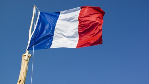 1er mai 2007 : Levé du drapeau français lors du rassemblement des Mouvements de scoutisme de l'Essonne. Château de Chamarande, Essonne (91), France.