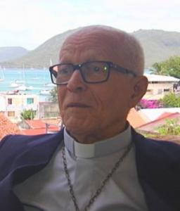 Monseigneur Marie-Sainte lors d'une interview au presbytère de Sainte-Anne en avril 2015.
