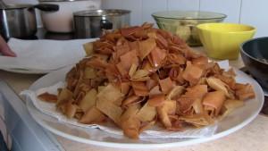 """Les bouts de pita frits sont utilisés pour le """"fatteh"""""""