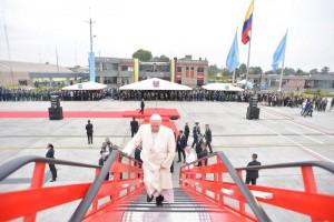 8 septembre 2017 : Visite pastorale du pape François en Colombie. Le pape François rencontre des vétérans dans la zone militaire (CATAM) de l'Aéroport de Bogota avant de partir pour Villavicencio. Bogota, Colombie. DIFFUSION PRESSE UNIQUEMENT. EDITORIAL USE ONLY. NOT FOR SALE FOR MARKETING OR ADVERTISING CAMPAIGNS. September 8, 2017: Pope Francis meets war veterans in the military area (CATAM) at Bogota Airport before leaving for Villavicencio. Bogota, Colombia.
