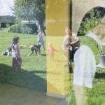 20 Septembre 2015 : Les Sœurs de la Congrégation des Filles de la Sainte Vierge (Sœurs de Salvert) s'occupent de la logistique pour nourrir et loger les familles qui sont hébergées depuis leur arrivée en France. Ici, une sœur dépose la nourriture. Originaires de la ville de Qaraqosh en Irak, ces familles sont hébergées par la Congrégation depuis leur arrivée en mars et juillet 2014. Salvert, Poitou-Charentes (86), France.  September 20th, 2015: In Salvert's Congrégation des Filles de la Sainte Vierge, Christian Iraqi families attend on Sundays the mass celebrated in the chapel. Originally from the city of Qaraqosh, several families have been hosted there since their arrival in France in March and July 2014. Salvert, Poitou-Charentes (86), France.