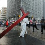 26 juillet 2002 : Chemin de croix à University Street pendant les JMJ de Toronto, Canada, Amérique du Nord.