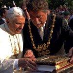 18 août 2005 : Arrivée du Pape Benoît XVI à Cologne en Allemagne.