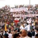 ESPAGNE: SAINT JACQUES DE COMPOSTELLE : LES JEUNES PELERINS ET LE PAPE JP II AU MONTE DEL GOZO. ESTIMATION DE PARTICIPATION: 500 000 PERSONNES.