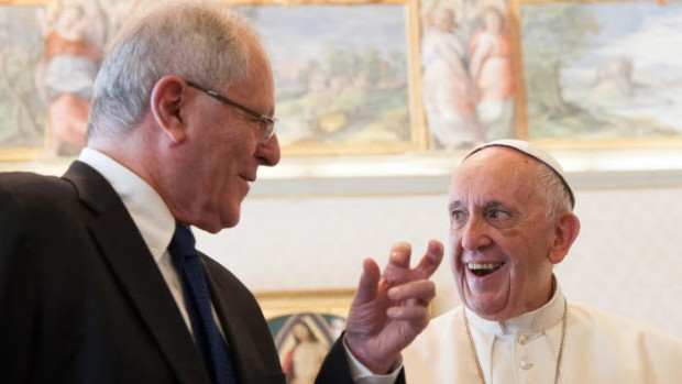 22 septembre 2017 : Le pape François reçoit en audience privée Pedro Pablo KUCZYNSKI, président de la République du Pérou. Vatican.  September 22, 2017: Pope Francis meets Mr. Pedro Pablo KUCZYNSKI President of the Republic of Peru during a private audience at the Vatican.