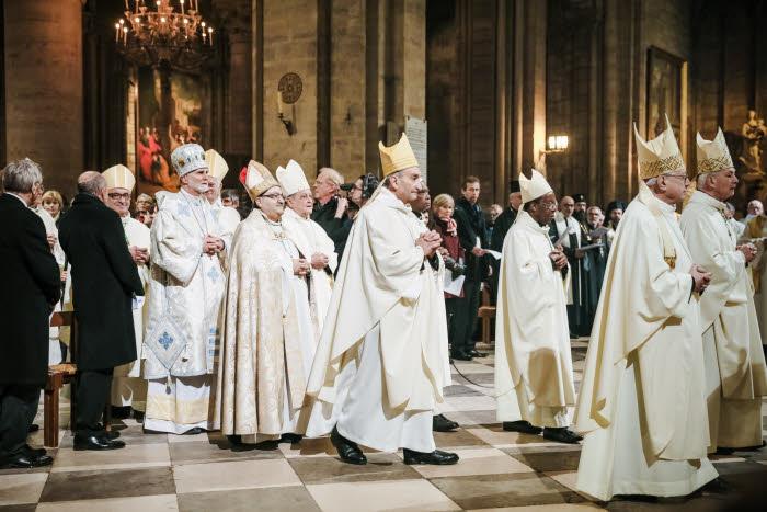 6 Janvier 2018 : Procession des évêques lors de la messe d'installation de Mgr Michel AUPETIT, nouvel archevêque de Paris, célébrée en la cath. Notre-Dame à Paris (75), France.