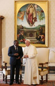 26 septembre 2016 : Le pape François reçoit Joseph KABILA, président de la République Démocratique du Congo en audience privée au Vatican, Rome, Italie. September 26, 2016: Pope Francis meets the President of the Democratic Republic of the Congo Joseph KABILA in the private library of the apostolic Palace at the Vatican.