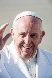 24 janvier 2018 : Portrait du pape François lors de l'audience hebdomadaire en extérieur. Vatican. January 24, 2018: Pope Francis smiles as he leaves at the end of the weekly general audience. Vatican.