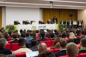 "19 mars 2018 : Message du Pape François à l'adresse des 300 jeunes venus du monde entier pour suivre la rencontre du pré-synode des jeunes, au Collège Pontifical International ""Maria Mater Ecclesiae"" à Rome, Italie. March 19, 2018: Pope Francis speaks to young during the opening of the work of the pre-synod of young people 2018 at the pontifical international college Mater Ecclesia in Rome, Italy."