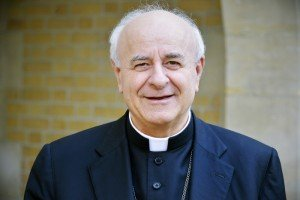 "16 février 2015 : Mgr Vicenzo PAGLIA, Pdt du Conseil Pontifical pour la famille, lors de la conférence de presse ""Cheminer vers le synode 2015. Les responsabilités de l'Eglise envers toutes les familles"", Conférence des évêques de France, Paris (75), Fra February 16, 2015: Mgr Vincenzo Paglia, president of the Pontifical Council for the Family, Paris, France."
