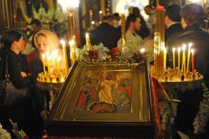 11 Avril 2015: Icône de la Résurrection. Vigile pascale (divine liturgie de Saint Basile le Grand) en la Cath. orthodoxe russe Alexandre Nevsky. Rue Daru, Paris (75) France. April 11th, 2015: Easter Vigil (Divine Liturgy of St Basil The Great) celebrated by Bishop JOB de TELMESSOS in Alexandre Nevsky Cath. Paris (75) France.