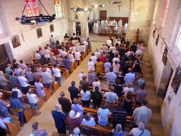 Hommage au père Hamel: début de la messe en présence d'Emmanuel Macron  DjC6KoUW4AQIYRL.jpg-large