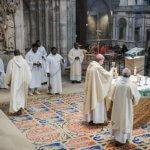 14 janvier 2018 : Elévation lors de la messe de consécration du nouvel autel de la basilique Saint-Denis par Monseigneur DELANNOY, évêque de Saint-Denis (93), France.