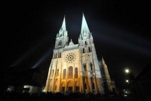 23 Mars 2013 : Cathédrale Notre-Dame de Chartres (28) France. March 23th, 2013 : Chartres pilgrimage for youths aged 18-30. Saint-Piat (28) France.